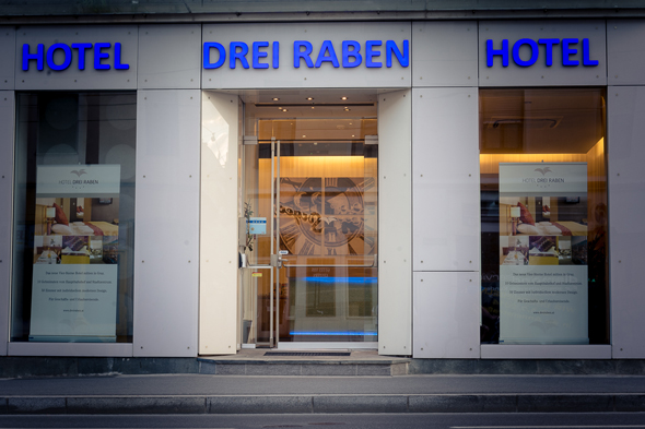 entrance to Hotel Drei Raben